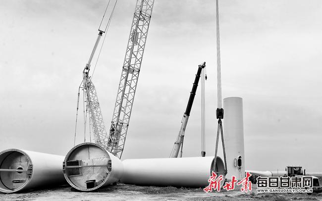 中核玉门黑崖子50MW风电平价上网示范项目首台风机正式吊装