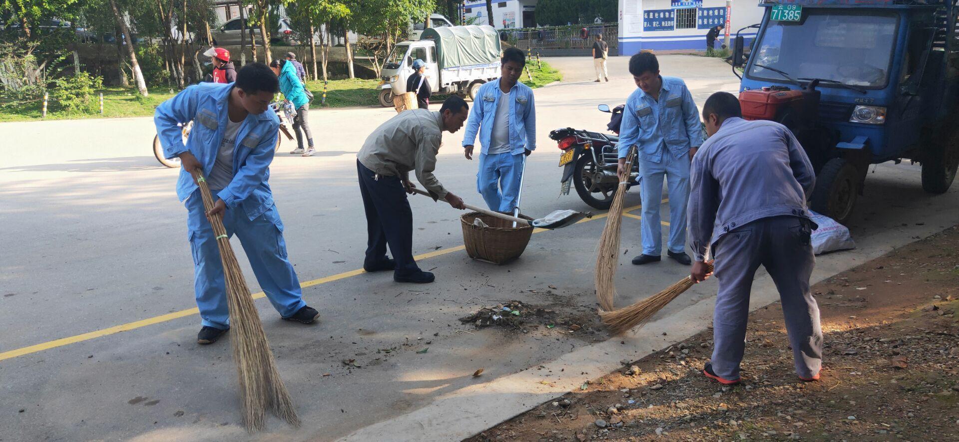 忙糯供电所积极参与全乡环境卫生清扫日活动
