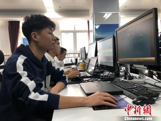 青海建成国内首个光伏扶贫大数据监控中心