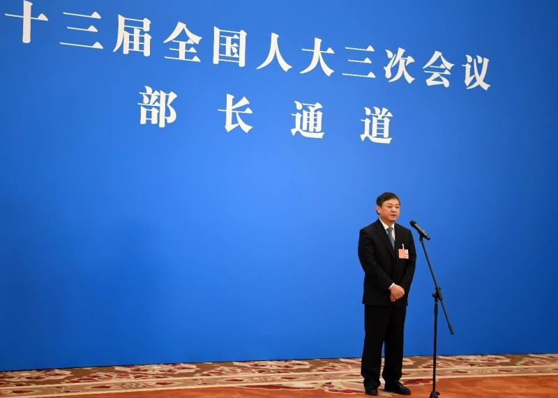 """生态环境部部长黄润秋在两会""""部长通道""""接受媒体采访"""