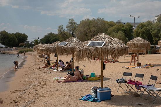 """希臘海濱浴場提供""""綠色充電"""""""