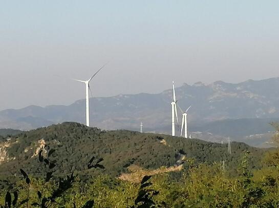 山东沂源铜陵关风电工程风机吊装完成