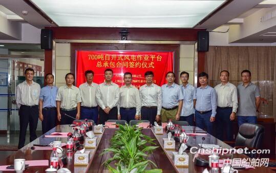 武汉船机700吨自升式海上风电作业平台交付